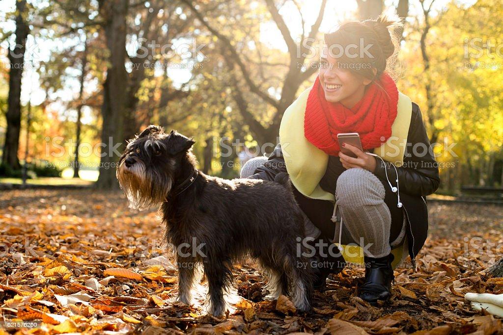 Femme dans le parc. photo libre de droits