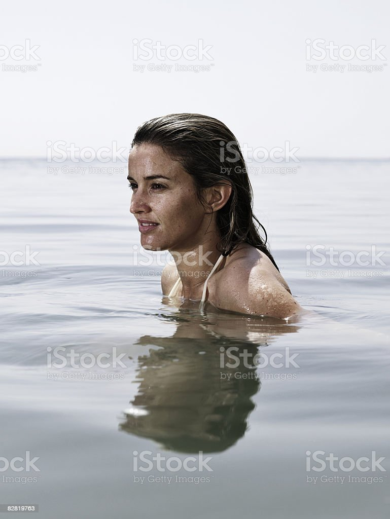 Donna in mare foto stock royalty-free