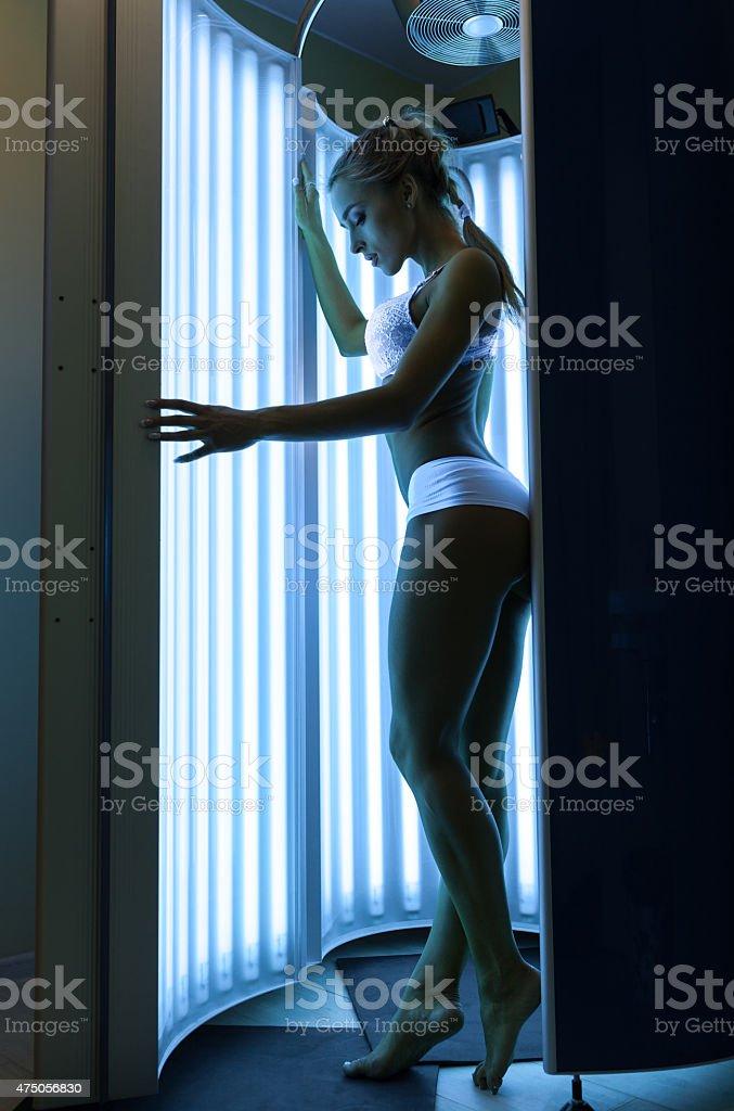 Frau im solarium – Foto