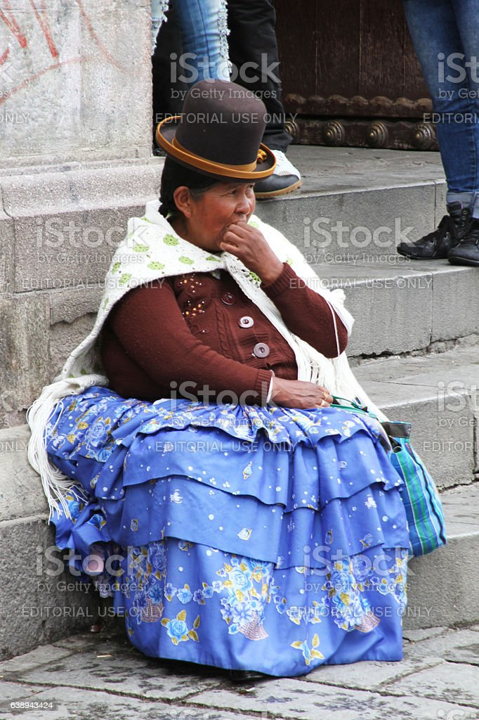 Woman in Traditional Dress in La Paz, Bolivia - foto de acervo