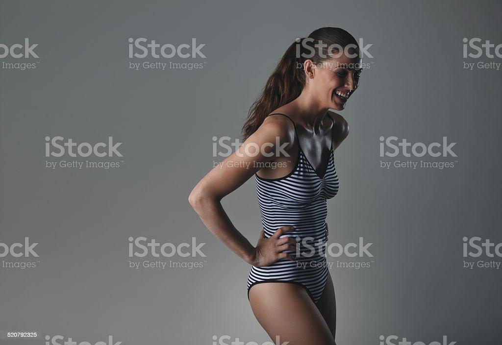 Sonriente mujer en ropa interior - foto de stock