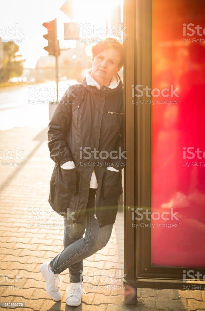 femme en scène urbaine photo libre de droits
