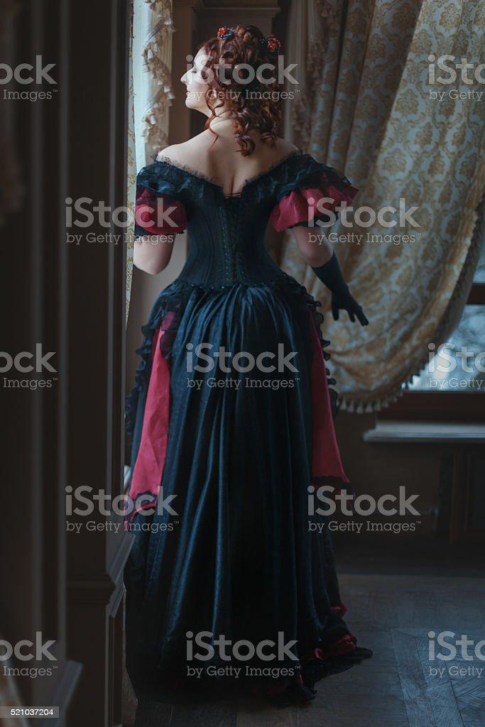Mulher em um vestido de Victoria. - foto de acervo