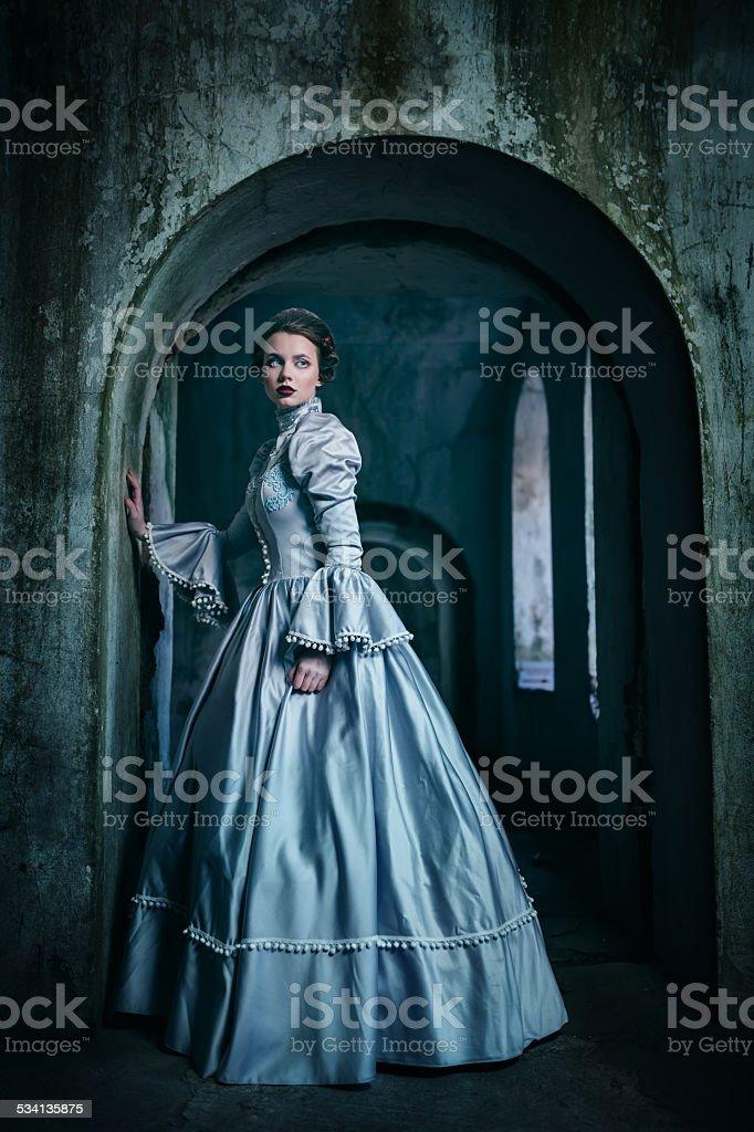 Frau im viktorianischen Kleid – Foto