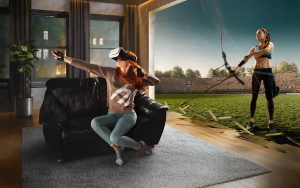 Frau in VR-Brille. Virtuelle Realität mit Bogenschießen – Foto