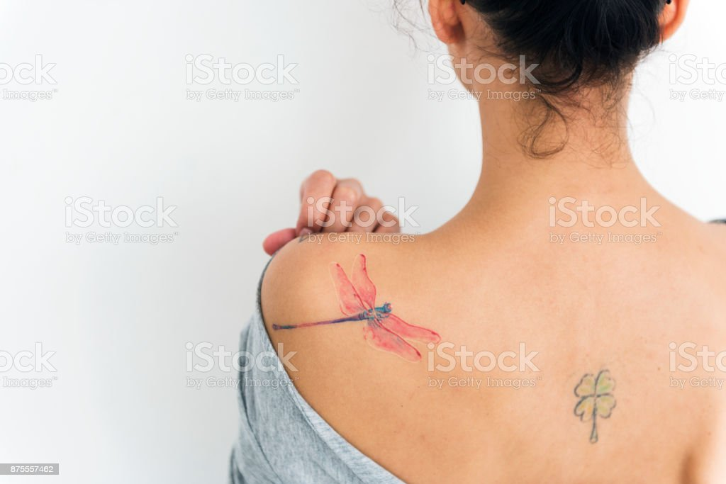 Brünette Amateur Rücken Tattoo