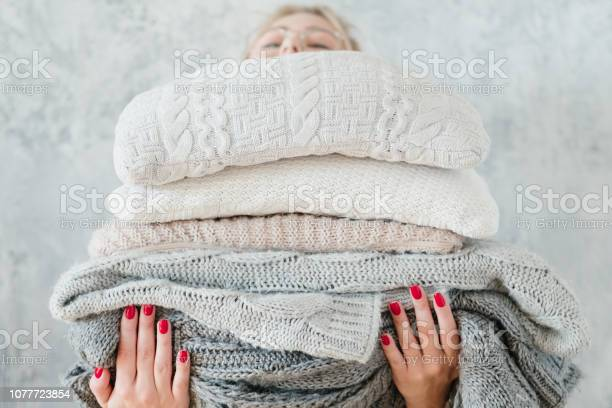 Woman knitted plaid blanket cozy winter home decor picture id1077723854?b=1&k=6&m=1077723854&s=612x612&h=esphs vzw4ss8xl0ougtvk8myrfqkpa0fgc7k9ehafk=