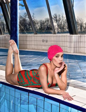 Фотосессия в стиле ПинАП у бассейна