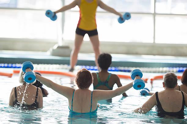 Donna che conduce una lezione di Fitness - foto stock