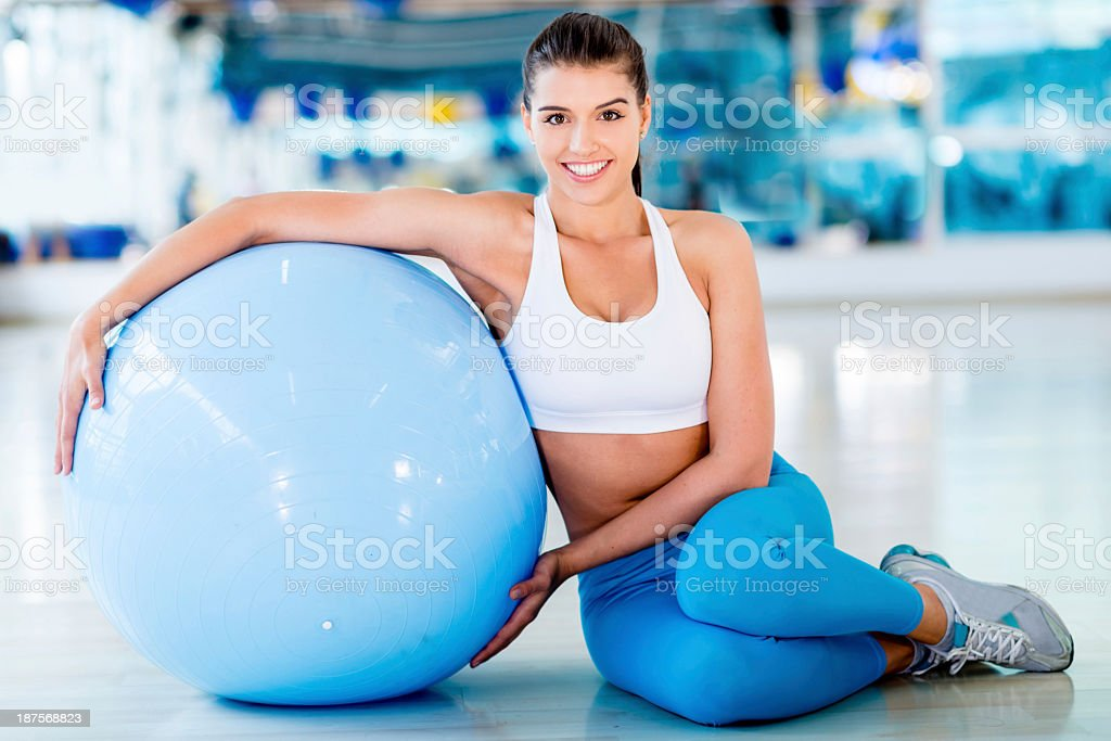 Woman leaning no fitness ball royalty-free stock photo