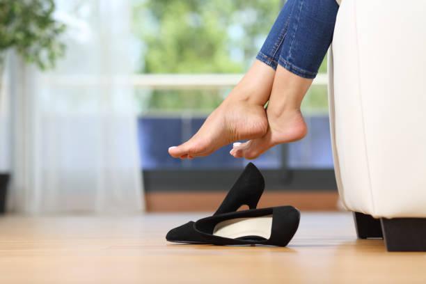 Socken Schuhe Mädchen Ausziehen Verschwunden auf