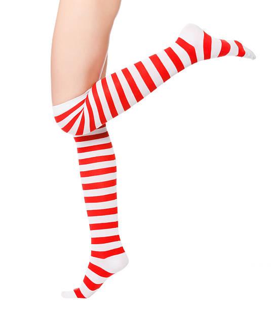 frau beine in der farbe rot socken - schlanke waden stock-fotos und bilder