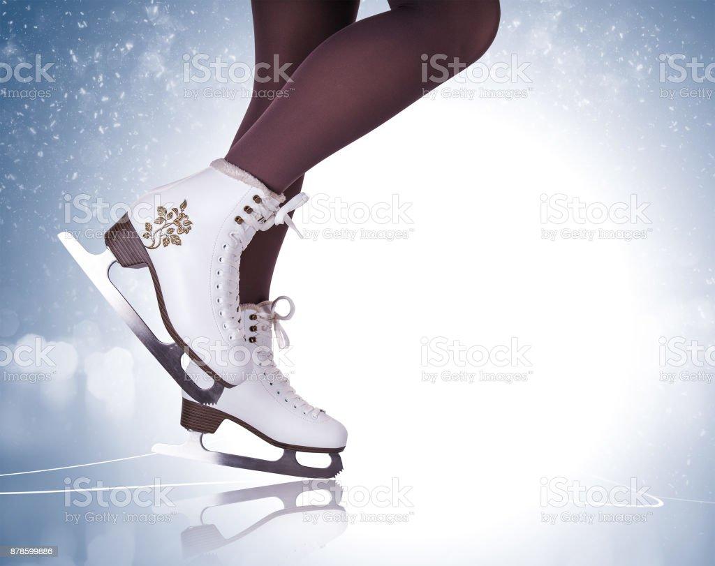 Frau-Beine in Stiefeln Eislaufen – Foto