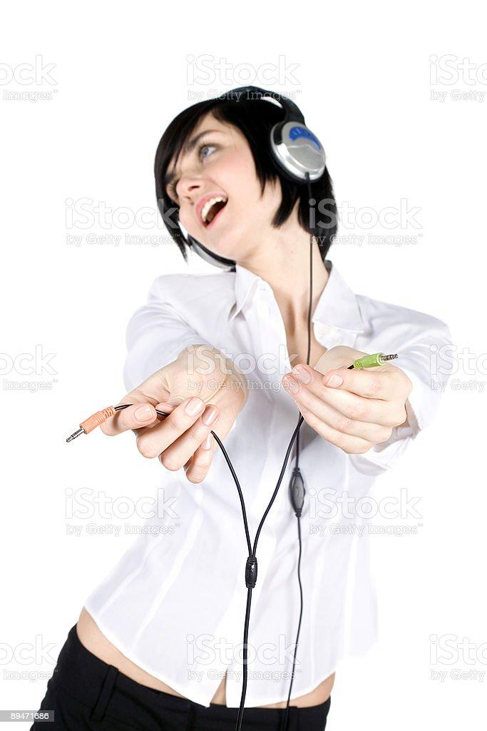 Mujer escucha música foto de stock libre de derechos