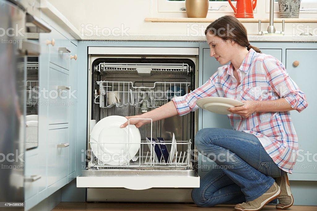 Как убрать неприятный запах из посудомоечной машины.