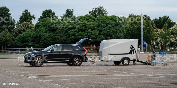 Woman loading furniture in new wolvo suv picture id1010549376?b=1&k=6&m=1010549376&s=612x612&h=xhrjerjru8na65n4cbbd5rx0yg5djy1jqiwhvizfb0y=