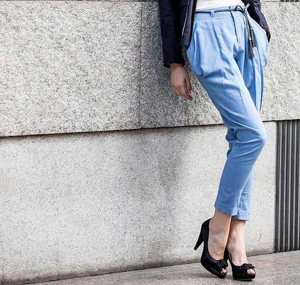 pernas de mulher muito - calça comprida - fotografias e filmes do acervo