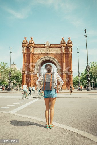 istock Woman looking at Triumphal Arch in Barcelona 962163232