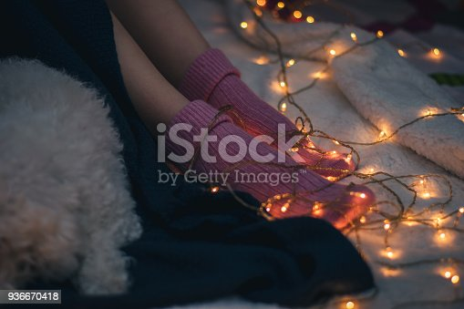 618750646istockphoto Woman lying on bed with dog 936670418