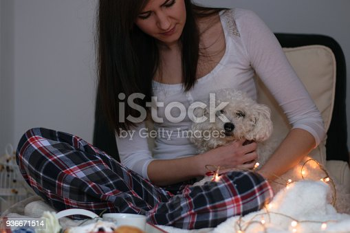 618750646istockphoto Woman lying on bed with dog 936671514