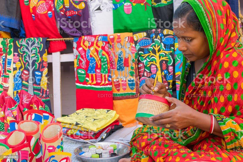 Frau machen handwerkliche Produkte – Foto