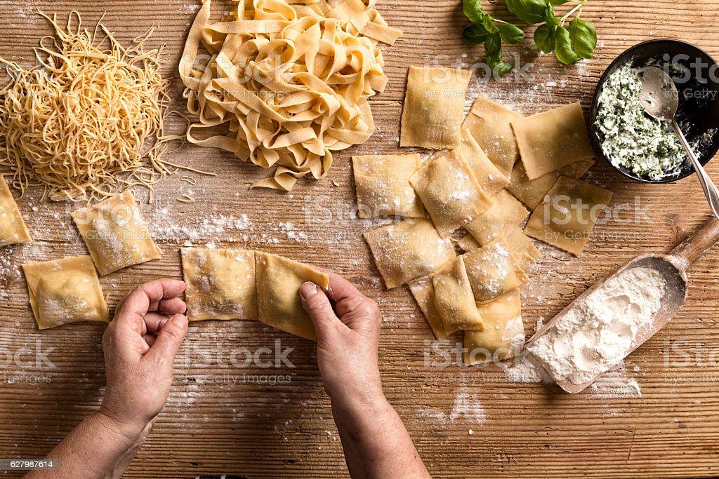 Woman making pasta - Foto stock royalty-free di Adulto