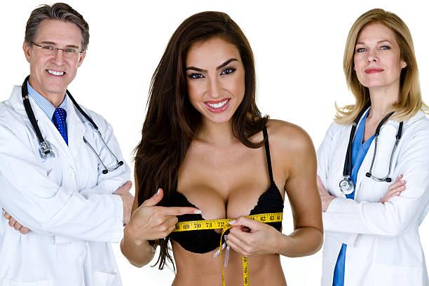 frau misst ihre brust - fotoformate stock-fotos und bilder