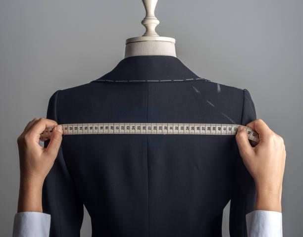 Frau Messjacke auf männlichem Kleid Form – Foto
