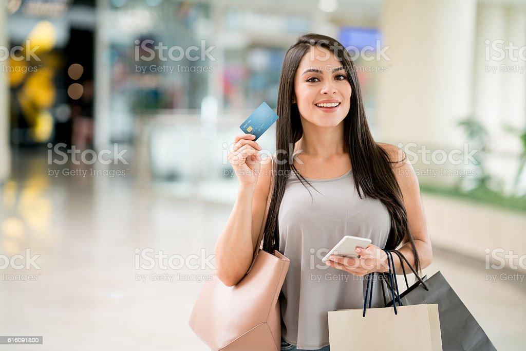 Frau auf einem Einkaufsbummel – Foto