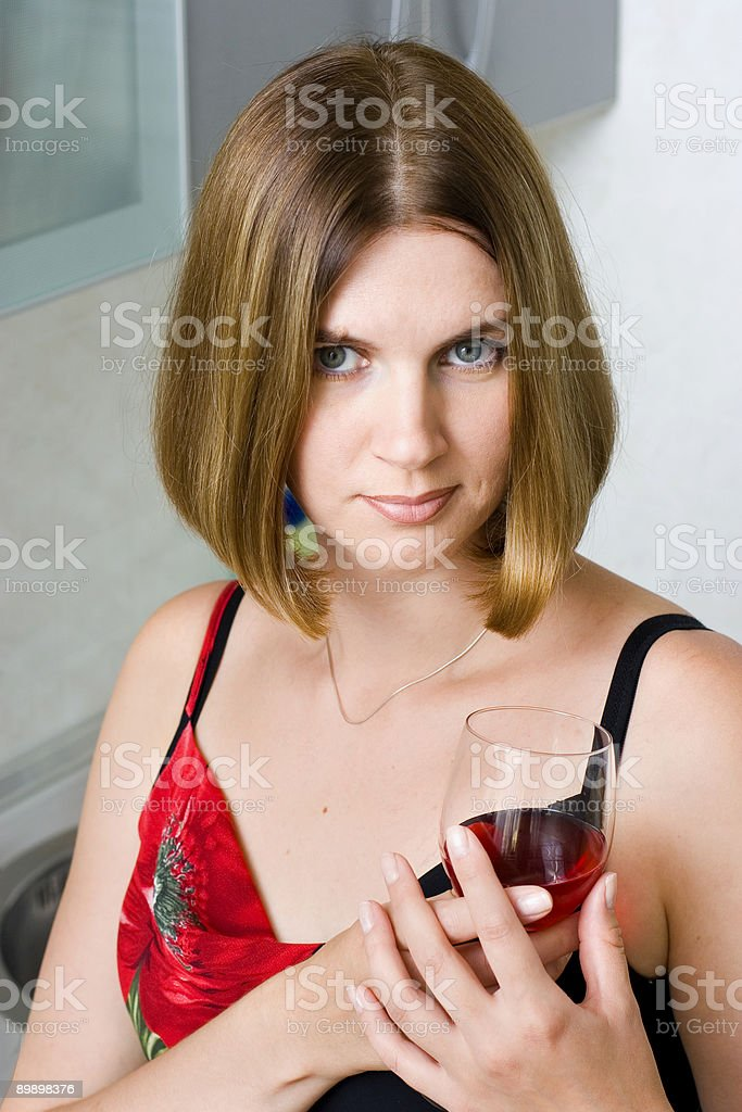 Donna in cucina foto stock royalty-free