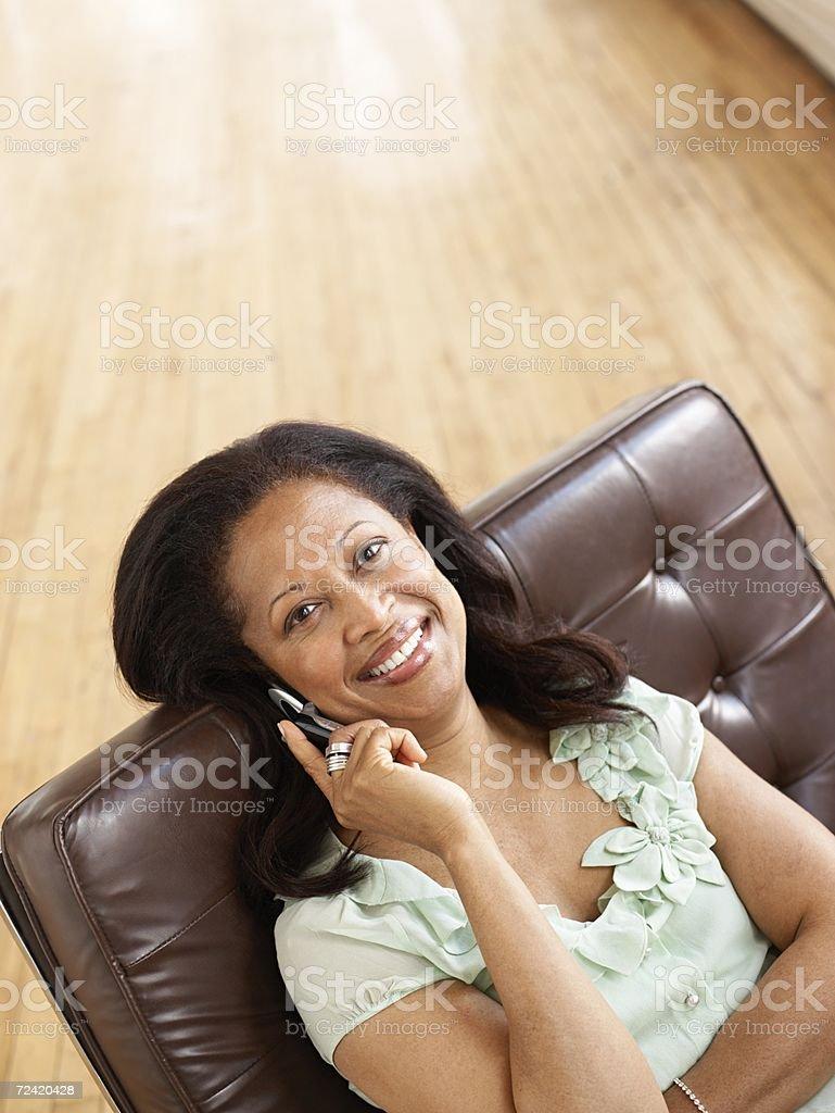 Mujer en el teléfono móvil foto de stock libre de derechos