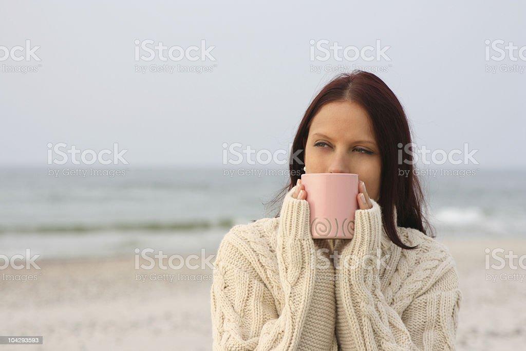 Frau am Strand – Foto