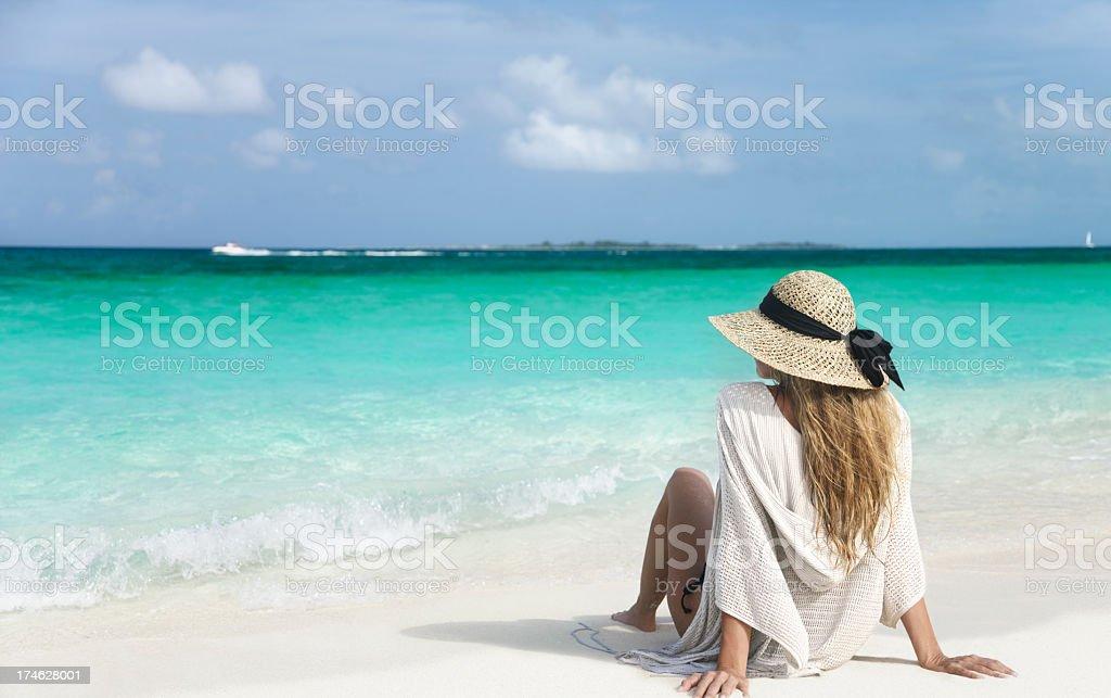 Donna sulla costa - foto stock