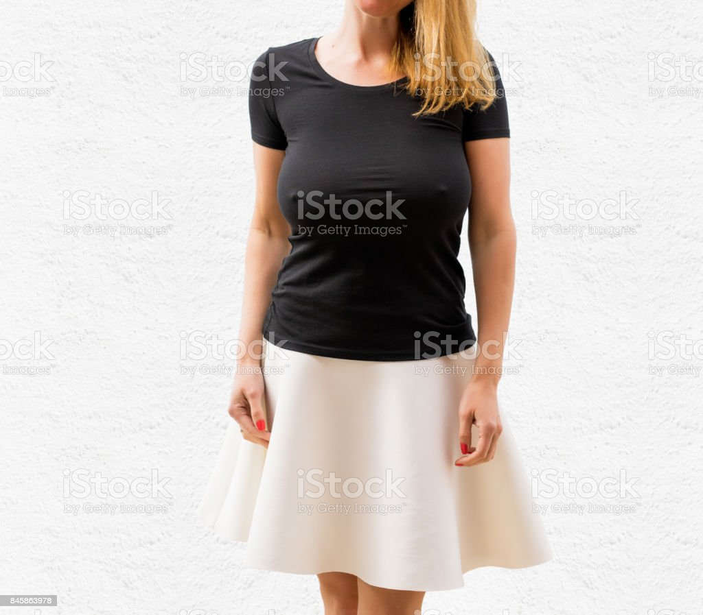 Woman on white background in empty black T-shirt - fotografia de stock