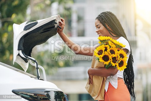 812419994 istock photo Woman opening car trunk 1214165965