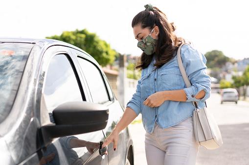 Woman, Protective mask, Car, Pandemia, Covid-19, Brazil