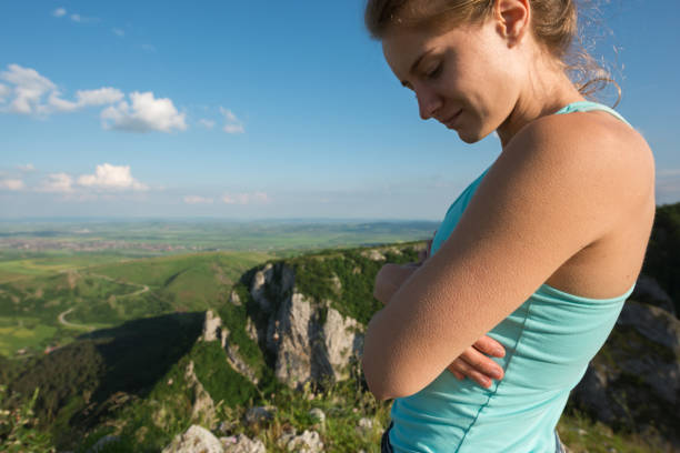 Woman overlooking beautiful mountain range scenery Side view of caucasian woman overlooking beautiful mountain range scenery goosebumps stock pictures, royalty-free photos & images