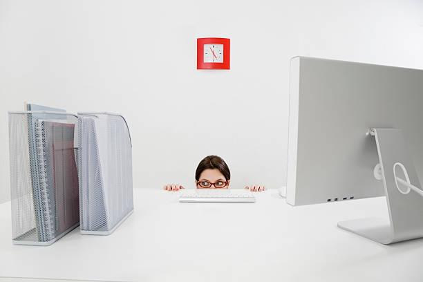 business und arbeiten - rot bekümmerte möbel stock-fotos und bilder