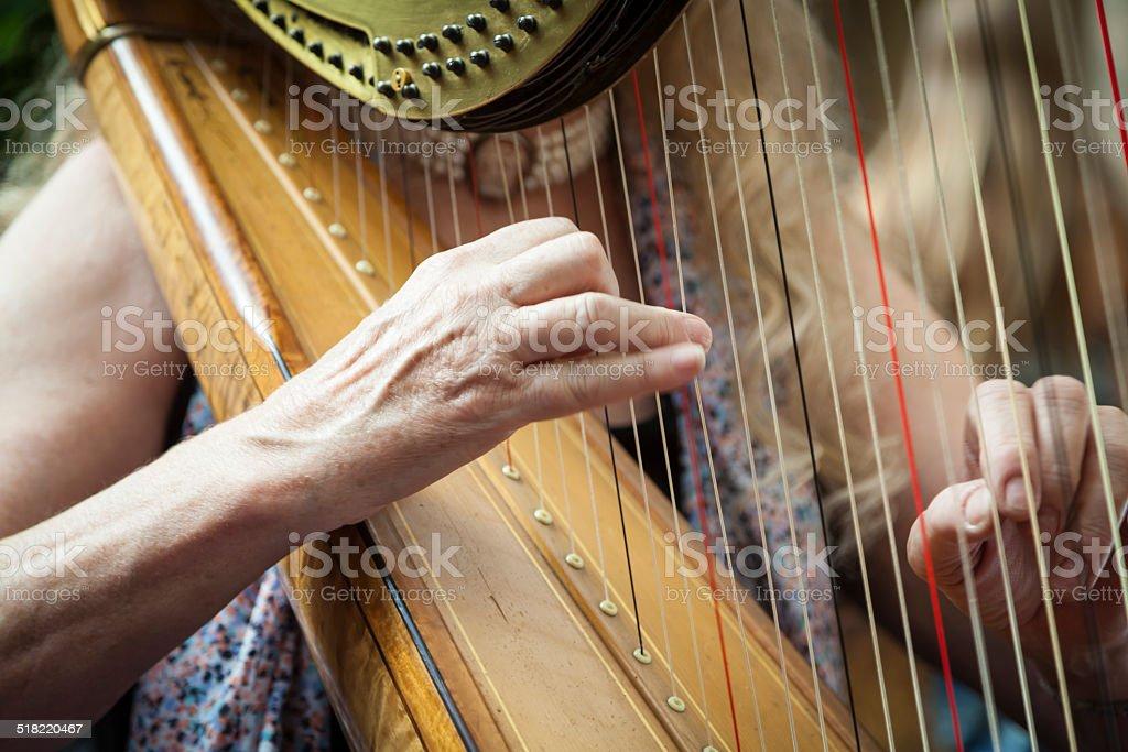 Frau spielt Harfe - Lizenzfrei Akkord Stock-Foto