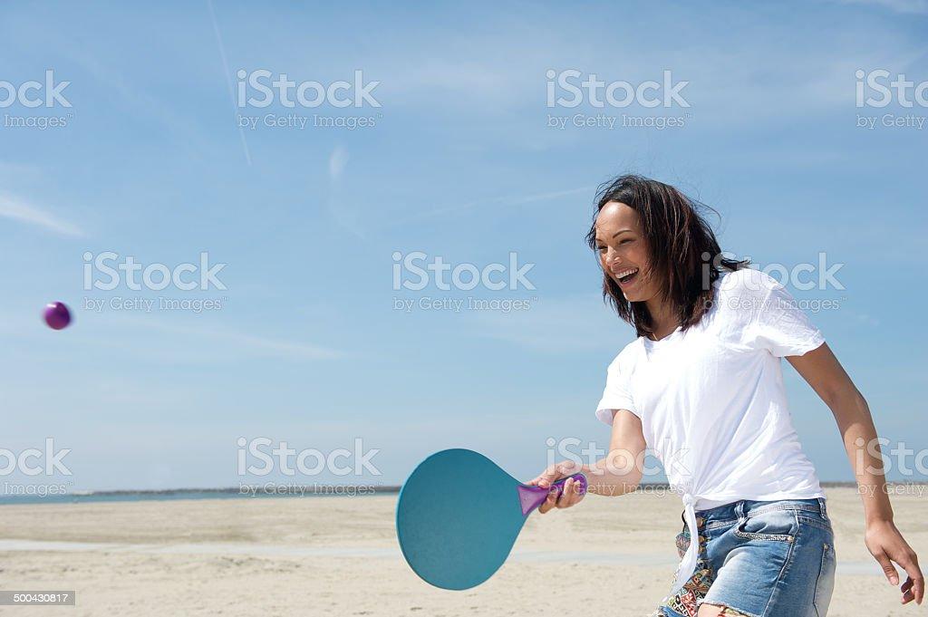 Donna suona Racchetta con palla ed elastico - foto stock