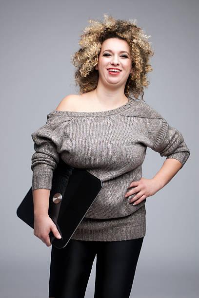 plus size frau glücklich lässig gewicht mode - damen leggings übergrößen stock-fotos und bilder
