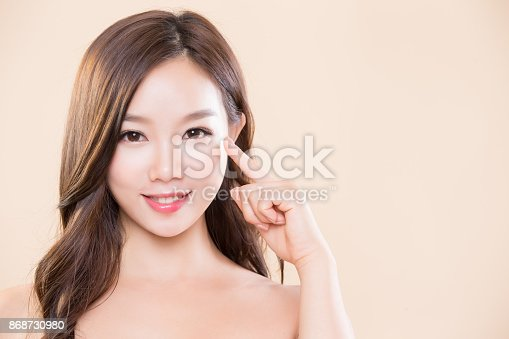 beauty woman smile and pointing her eye
