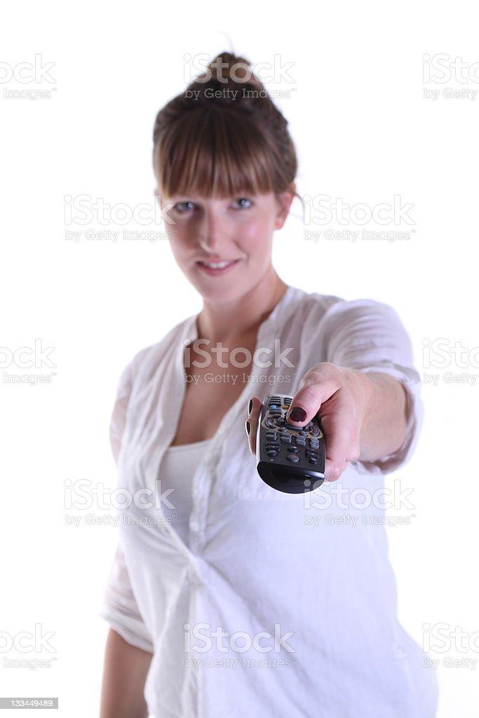 Frau zeigt mit Fernbedienung Lizenzfreies stock-foto