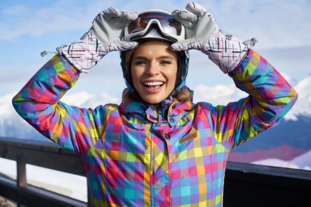 스키 구글에서 여자 초상화입니다. 모자와 스키 구글에서 소녀 초상화 스톡 사진