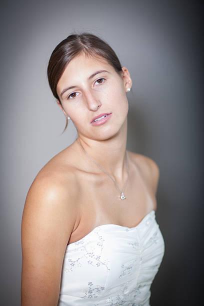 frau porträt - hochzeitskleid xl stock-fotos und bilder