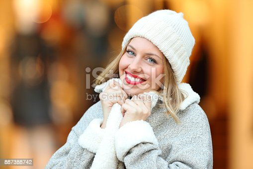 1051172208 istock photo Woman posing grabbing coat in a cold winter 887388742