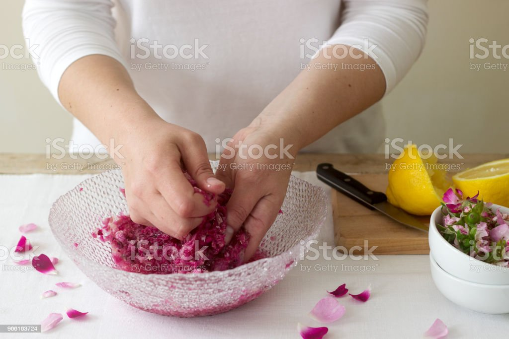 A woman prepares jam from roses, ingredients for jam from roses. Rustic style. - Стоковые фото Ароматерапия роялти-фри