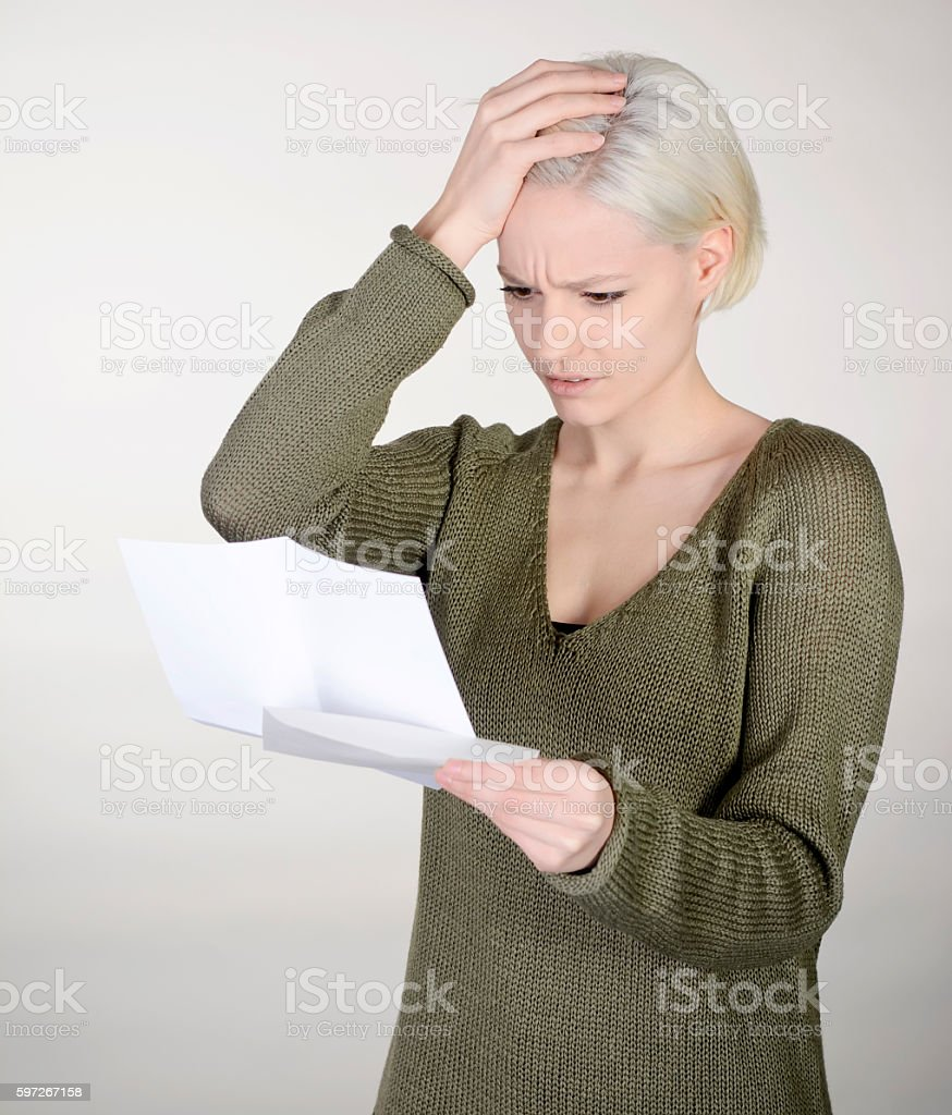 woman reading letter Lizenzfreies stock-foto
