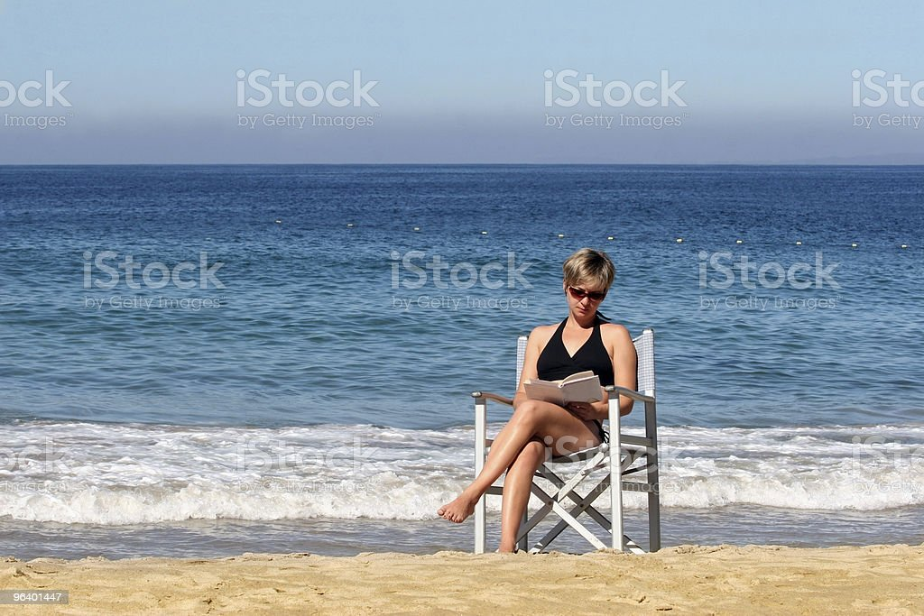 Woman reading on the beach - Royalty-free Adult Stock Photo