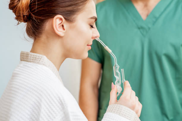 woman receives nasal inhalation. - china drug foto e immagini stock